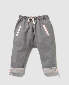 Pantalón de bebé niña reversible
