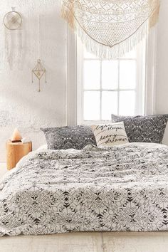 College Dorm Room Shopping Part 1: Bedding - College Fashion