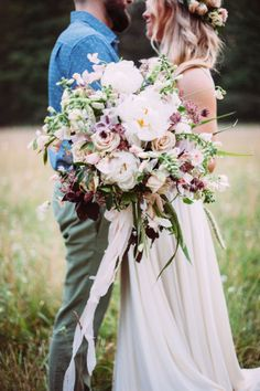Vandale collaborated with Pittsburgh-based wedding photographer Veronica Varos to shoot 10 gorgeous, dramatic bouquets for Cosmopolitan.com. Use these pics for inspo on your big day!