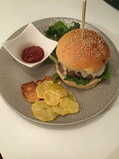 #ProfumodiCasaMia  www.profumodicasamia.wordpress.com  Cheeseburger gourmet  Tutto homemade, dal pane alla carne