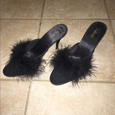 FREE VS TEDDY/ FREDERICK'S OF HOLLYWOOD VINTAGE FREDERICK'S  OF HOLLYWOOD BLACK SATIN SLIPPERS WITH GAIX FUR N 3 INCH HEELS NEW WITHOUT TAGS SIZE 10 Frederick's of Hollywood Shoes Slippers