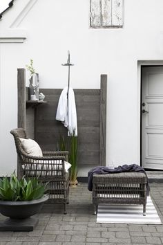 Awesome Outdoor Bathrooms Leaving You Feeling Refreshed ~ Home Decor Journal Outdoor Bathrooms, Outdoor Rooms, Outdoor Gardens, Outdoor Living, Outdoor Showers, Rustic Bathrooms, Vibeke Design, Living Spaces, Interior Design