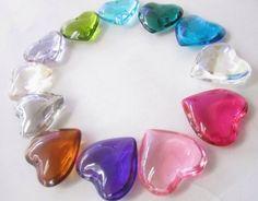 corazones de cristal en varios colores medida 4.5 cm precio $22.00 pesos,  precio especial a mayoristas.