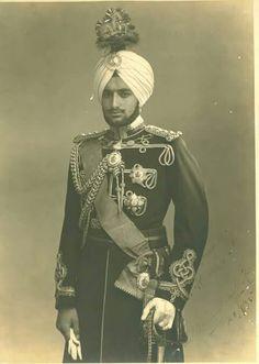 Maharaja Yadvindra Singh of Patiala Royal Indian, Indian Man, Indian Army, Old Photos, Vintage Photos, Rare Photos, Vintage Photographs, Indian Prince, Colonial India