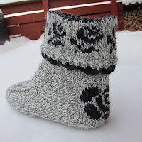free pattern Crochet Socks, Knitted Slippers, Knit Mittens, Knitting Socks, Knit Crochet, Knitting Patterns Free, Free Knitting, Baby Knitting, Crochet Patterns