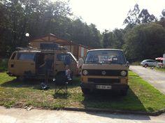 Pareja de clásicos en el Camping Playa de La Franca Bungalows (Asturias)