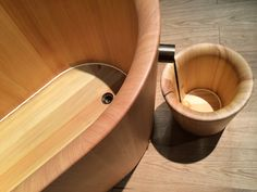 Solid wood #bathtub spotted at @iSaloni during #BlogTourMilan