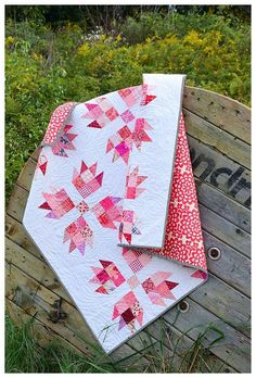 Bear Hugs by Cheryl of Meadow Mist Designs is a fat eighth and scrap friendly design that is based on the traditional bear claw quilt block. The lap sized pattern is at a confident beginner level. #bearhugsquilt #meadowmistdesigns #bearclawquilt Patchwork Quilt Patterns, Modern Quilt Patterns, Free Baby Quilt Patterns, Modern Baby Quilts, Vintage Quilts Patterns, Traditional Quilt Patterns, Star Patterns, Sewing Patterns, Baby Girl Quilts