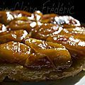 French apple pie tarte Tatin - Cooking secrets of a French mum Desserts Français, French Desserts, Dessert Recipes, French Apple Pies, Porc Au Caramel, Wine Recipes, Cooking Recipes, C'est Bon, Gourmet