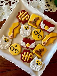 Easy recipes for beginners best soft sugar cookies ever from the food and nutrition experts Harry Potter Cupcakes, Harry Potter Motto Party, Harry Potter Treats, Gateau Harry Potter, Harry Potter Thema, Cumpleaños Harry Potter, Harry Potter Birthday Cake, Disney Cookies, Owl Cookies