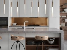 The hanging lights and unique materials add charm to this kitchen, which stands out due to its realism and timeless style. Timeless Kitchen, Hanging Lights, Timeless Fashion, Modern, 3 D, Kitchen Design, Design Inspiration, Table, Furniture