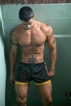 Tattooed Boys, Sport Shorts, Guys In Shorts, Gym Shorts, Sexy Men, Hot Men, Hot Guys, Sexy Guys