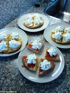 Simpele eierkoek gebakjes - simple egg cakes, with eggnog or jam, slices of banana and wipped cream, made them at work (retirement home) - made by Miekrea NL Sept. 2013