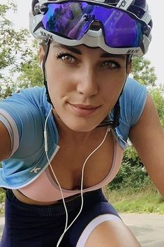 Female Cyclist, Cycling Girls, Life Rules, Bicycle Girl, Cycling Outfit, Bikers, Triathlon, Sexy, Furniture