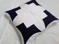 Poduszka ozdobna cathedral windows pillow patchwork 40x40 biało-czarna