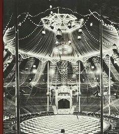 Vintage circus picture - The Big Top Dark Circus, Circus Art, Circus Theme, Circus Tents, Big Top Circus, Circus Cakes, Circus Birthday, Birthday Parties, Circus Vintage