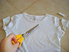 Chic Compass: DIY t-shirt makeover Shirt Makeover, T Shorts, Marimo, Blouse Models, T Shirt Diy, Dressmaking, Diy Clothes, Shirt Blouses, Dress Pants