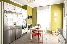 Cocina blanco verde sillas en colores suelo imitación madera Blog T&D