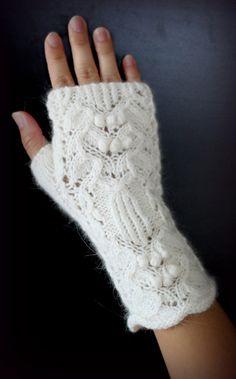 Ravelry: Dimeow's #4 White Pattern Fingerless Mitten