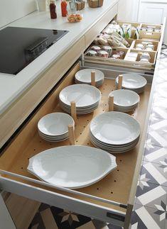 Organización de interiores - LINE-E estratificado     #cocinas #diseño #santos