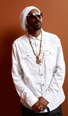 Listen to every Snoop dogg track @ Iomoio Celebrity Portraits, Celebrity Photos, Celebrity Guys, Hip Hop Instrumental, Famous Musicians, Love N Hip Hop, Hip Hop Artists, Music Artists, American Rappers