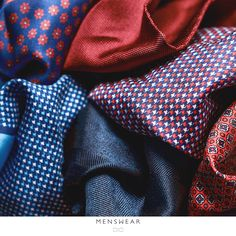 Våre lommetørkler fra Viero Milano i 100% silke og bomull. #menswear_no #menswear #mensfashion #dress #oslo #bogstadveien #hegdehaugsveien #lysaker #tjuvholmen #hankie #pocketsquare #silk #style #como #viero #vieromilano #style  photo: @katyadonic