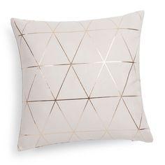 Coussin en tissu beige/or 40 x 40 cm QUEENS - Maison du monde - 17.99€ - 2 exemplaires