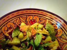 Makreelsalade met appel en avocado. De salade met makreel, appel en avocado is prima als lunch, hoofdgerecht of bijgerecht. Snel klaar en super gezond.
