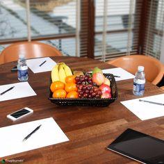 Frugtkurv Mini - kvalitet, bid for bid. I denne frugtkurv finder du 20 gode grunde til en sundere hverdag på arbejdspladsen - frugt for frugt. Alt er afrundet med sprøde, saftige og sæsontilpassede vindruer i alle regnbuens farver. Se de mange frugtkurve her: http://www.frugtkurven.dk/firmafrugt/