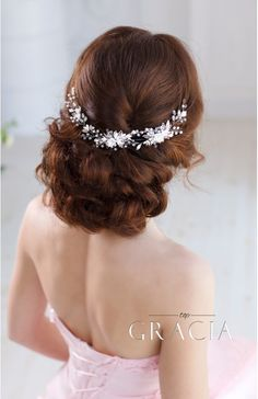 Bridal Headpiece With Crystals?   Pearls and gentle handmade Flowers   #topgraciawedding #bridalhair #bridalhairflowers #weddingheadpiece #bridalheadpiece #rhinestoneheadpiece #promheadpiece