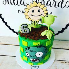 #zombiesvsplants 🧟♂️ fue la temática elegida por Vicen para su cumple número 6 y esta fue la torta que eligió @gabymedi5 para regalarle.… Zombie Birthday Parties, 7th Birthday, Birthday Cake, Plants Vs Zombies, Plantas Versus Zombies, How To Make Cake, Yoshi, Dessert Recipes, Cakes