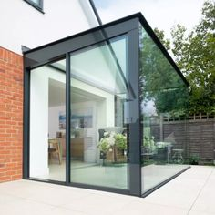 Glass box extensions are becoming increasingly popular in the industry, though the consideration of the functionality is usually an after thought. We've put together a few solutions to help you overcome this… House Extension Design, Extension Designs, Glass Extension, Extension Ideas, Garden Room Extensions, House Extensions, Kitchen Extensions, Glass Cube, Glass Boxes