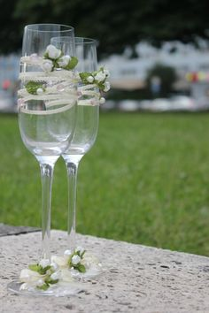 Сhampagne glasses for the bride and her groom