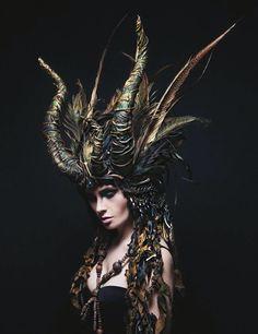 The Dragon headdress by Maskenzauber and Erlebenskunst / fantasy / LARP / medieval / cosplay Maquillage Halloween, Halloween Makeup, Unicorn Halloween, Unicorn Costume, Demon Costume, Warrior Costume, Photo Portrait, Dark Beauty, Headgear