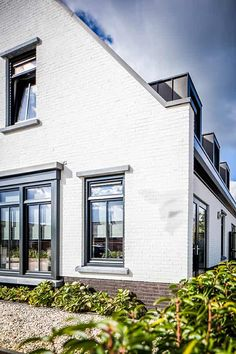 Bertram Beerbaum tries to underscore that the design is only half of the success of the execution. Steel Windows, Front Windows, Belgian Style, Bricks, Farmhouse Style, Garage Doors, New Homes, Cottage, Architecture