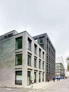 Photograph by Christopher Rudquist Corner House by DSDHA residential mixed-use brick architecture London, UK Brick Architecture, Residential Architecture, Contemporary Architecture, Eckhaus, Corner House, Building Facade, Facade Design, House Design, Brickwork