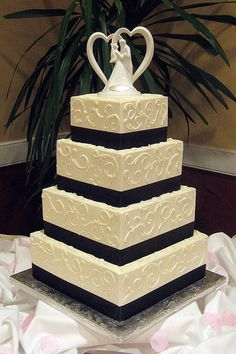 Beautiful and so elegant.    Elegant Wedding Cakes - Bing Images