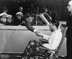 President Roosevelt shaking hands with a man who was disabled because of Polio. The world didn't know, but FDR too had Polio and kept it from the American people. President Fdr, President Roosevelt, Franklin Roosevelt, American Presidents, Us Presidents, American History, Today In History, History Online, Black