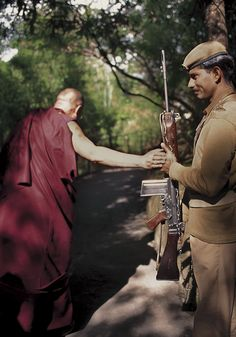 Alison Wright, Dalai Lama http://alisonwright.com/#/documentary-galleries/dalai-lama/002