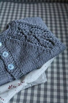 Baby Pullover stricken warm dunkelblau Baby Knitting Patterns, Baby Sweater Patterns, Knit Baby Sweaters, Knitting For Kids, Baby Patterns, Knitting Yarn, Free Knitting, Knitting Projects, Crochet Patterns