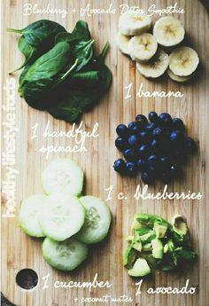Smoothie - spinazie, komkommer, avocado, blauwe bessen