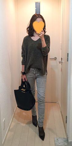 Khaki sweater: TOPSHOP, Grey skinnies: J.Brand, Bag: ZAC Zac Posen, Pumps: Christian Louboutin