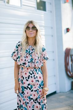 Accessories paired with this floral maxi dress is a winning combo! Love this look.
