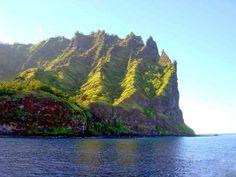 Islas Marquesas. Se encuentran en la Polinesia francesa, a unos dos mil kilómetros de Tahití. En total, estarán pobladas por mil habitantes. Copyright © 2015 Hearst Magazines, S.L.