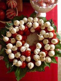 Edible Christmas wreath - Caprese appetizers