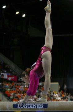 Gymnastics Photography, Gymnastics Pictures, Sport Gymnastics, Artistic Gymnastics, Olympic Gymnastics, Dance Photography, Tumbling Gymnastics, Olympic Games Sports, Olympic Athletes