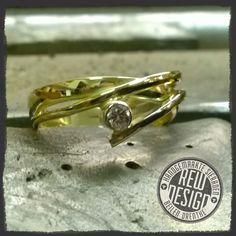 Sieraden die worden vervaardigd in eigen atelier, in opdracht van klant of voor onze eigen collectie R.E.W.design.