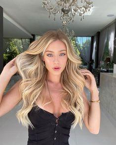 Beautiful Blonde Hair, Golden Blonde Hair, Blonde Hair Looks, Brown Blonde Hair, Look 80s, Light Auburn Hair, Tumbrl Girls, Hair Color And Cut, Girl Hairstyles