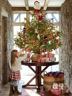 Beautiful. Where did the Simply decorated, meaningful Christmas tree GO⁉️Here's hoping to see many MORE in 2017#UnclutteredTree