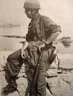 WWII German paratrooper  Crete  -  Germaniainternational.com